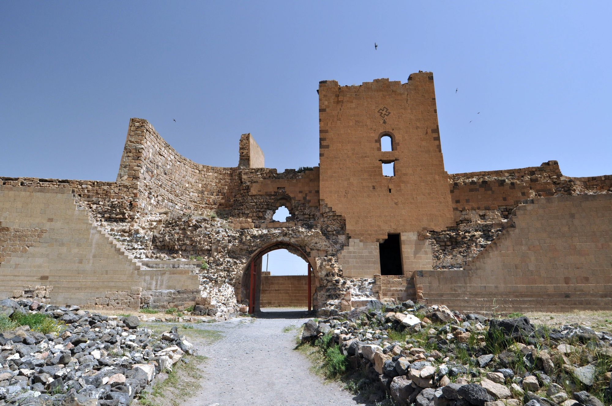 The city gate and fortifications of Ani
