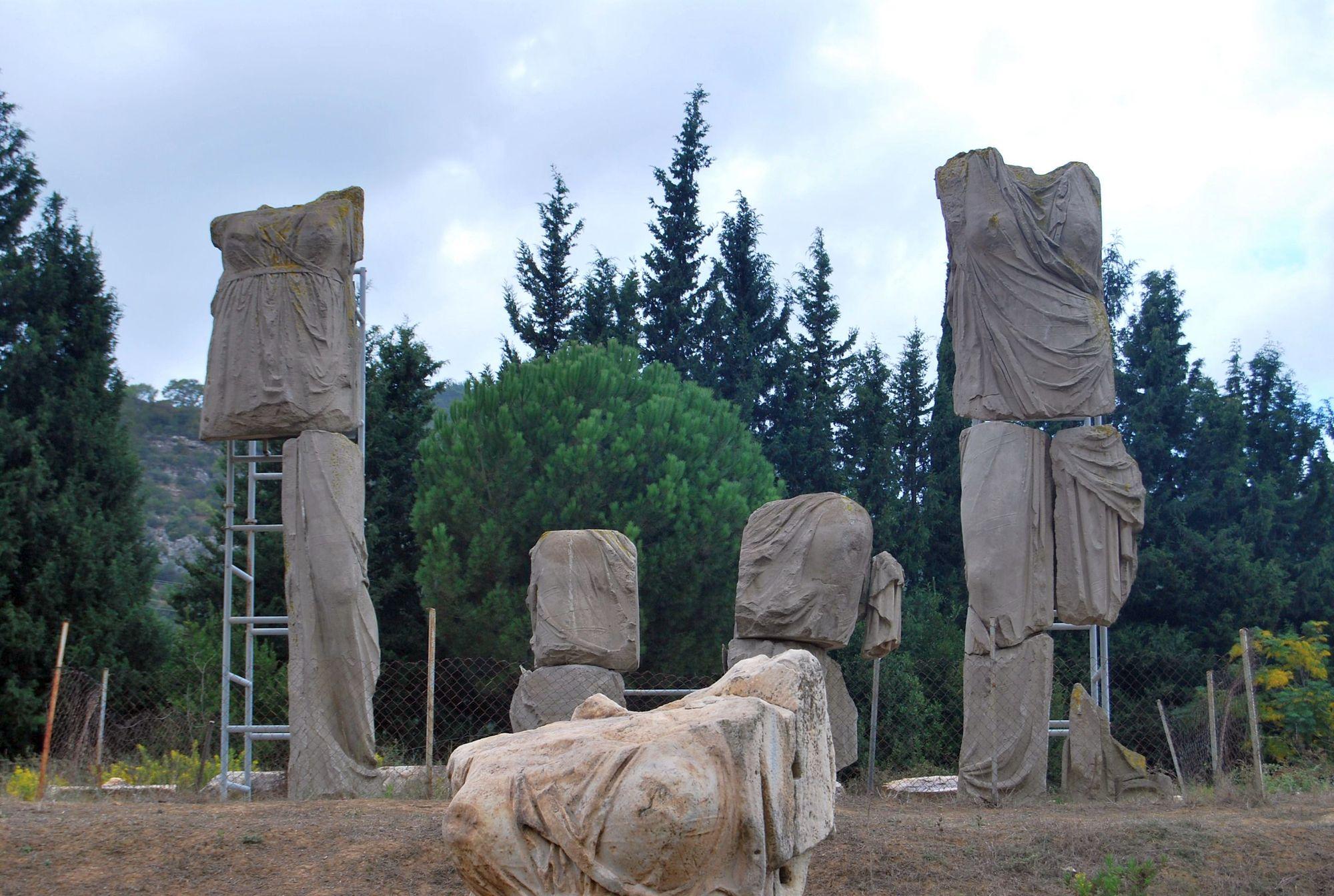 Cult statues at Claros