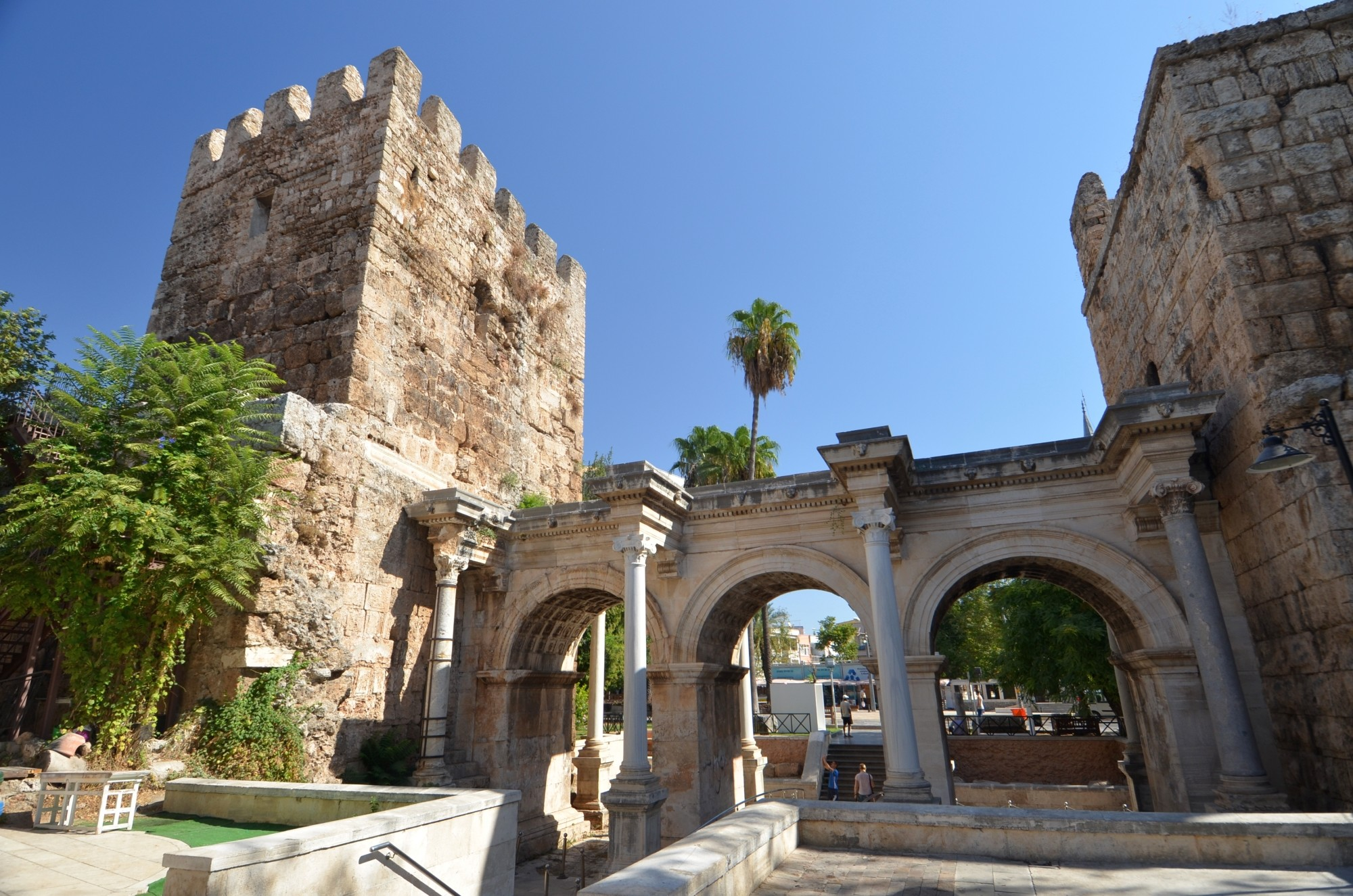 Hadrian S Gate In Antalya Turkish Archaeological News