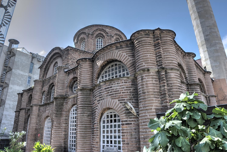 Meczet Bodrum - Kościół Myrelaion - elewacja z nowoczesnymi podróbkami cegieł