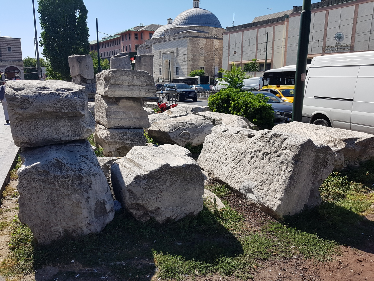 Theodosius Forum fragments with the Beyazıt Hamam building in the background