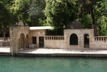 Şanlıurfa - the lakeside with Abraham's Sacred Pool