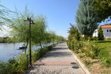 The riverside promenade in Avanos