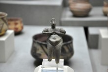 A figure of a woman, found in Hacılar Höyük