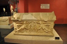 The sarcophagus with a medallion