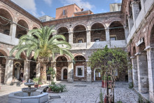 Çukurçeşme Han in Istanbul - the larger courtyard
