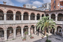 Çukurçeşme Han in Istanbul - the larger courtyard seen from the upper arcade