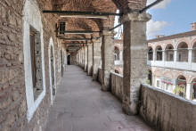 Çukurçeşme Han in Istanbul - upper arcade of the larger courtyard