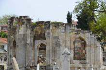Graveyard of Beylerbeyi Mosque in Edirne before the renovation