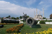The monument of Sultan Mehmet the Conqueror and the (in)famous Orban cannon