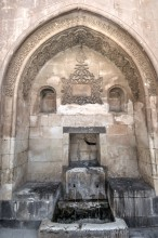 Ishak Pasha Palace - the fountain in the outer courtyard